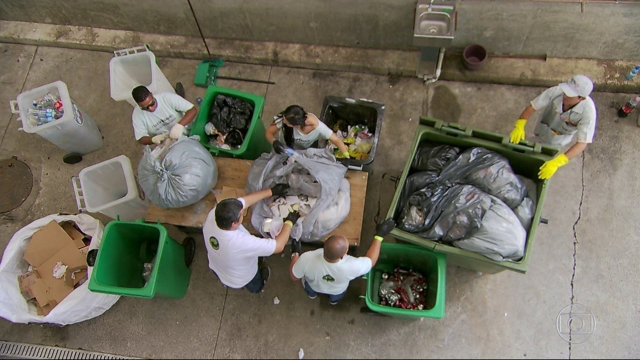 Convênio entre Fluminense e cooperativa de coleta seletiva transforma lixo em renda