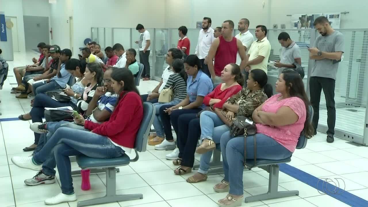 Trabalhadores enfrentam dificuldades na hora de sacar o benefício do FGTS