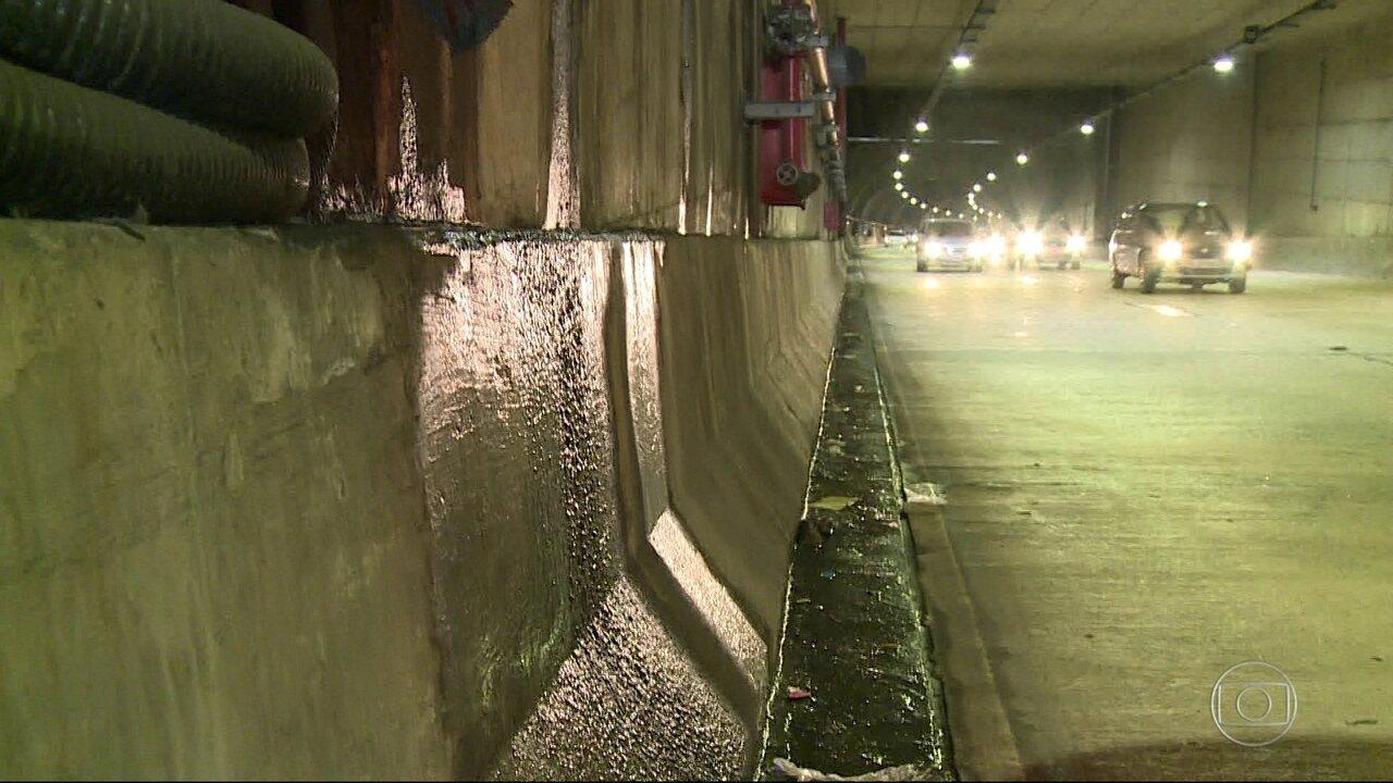 Vazamento de água preocupa motoristas no Túnel Marcello Alencar