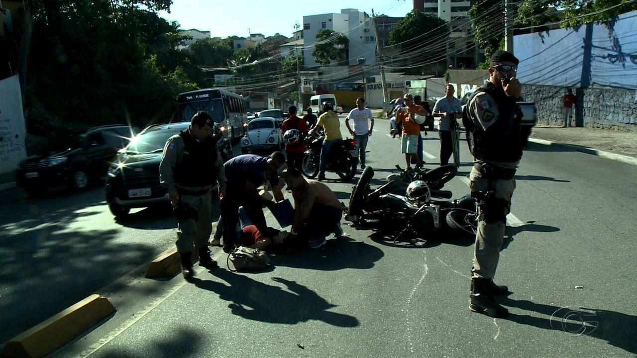 Acidente envolvendo motos deixa feridos na Ladeira Geraldo Melo