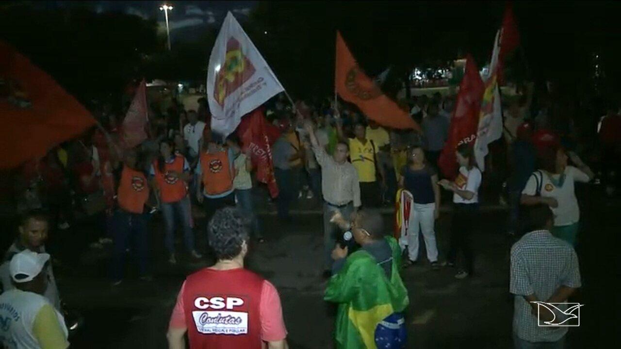 Após pronunciamento de Temer, manifestantes fazem ato pedindo 'Diretas já' em São Luís
