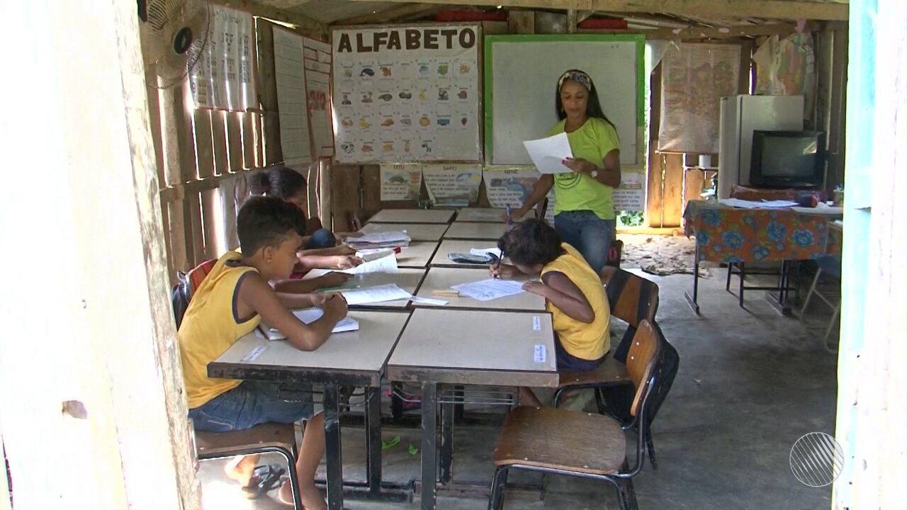 Calamidade: crianças estudam sob condições precárias em escolas na região de Ilhéus