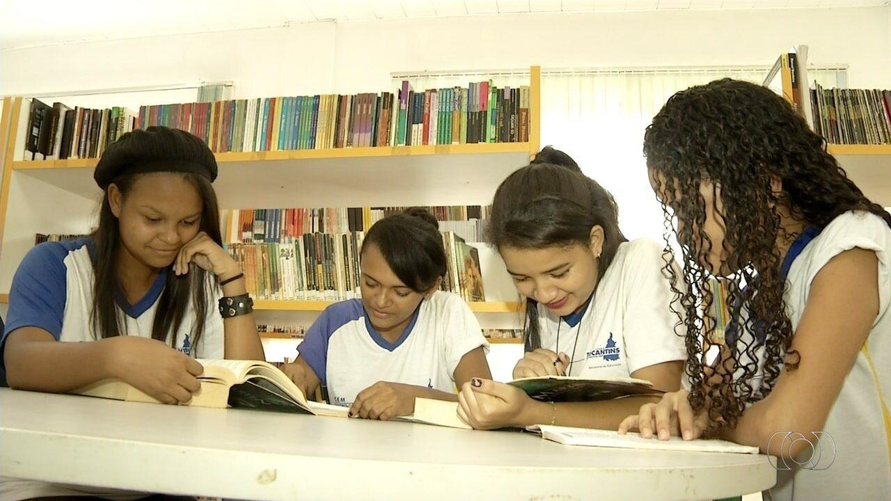 Escola desenvolve projeto que incentiva alunos a frequentarem a biblioteca