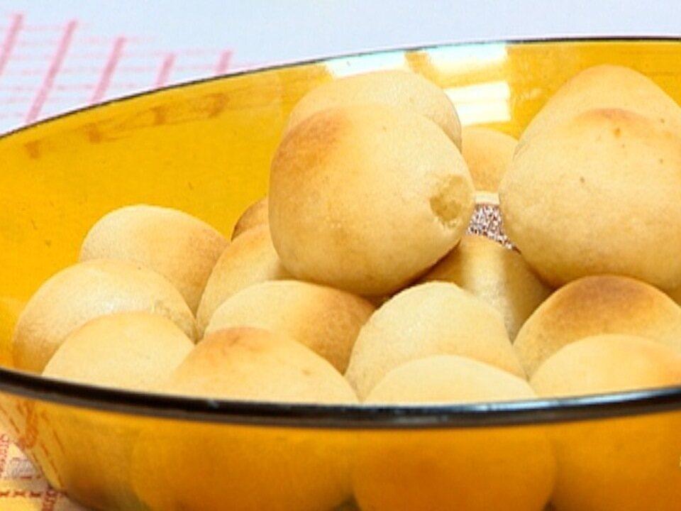 Aprenda a fazer um pão de queijo especial no quadro 'Receita de Família'