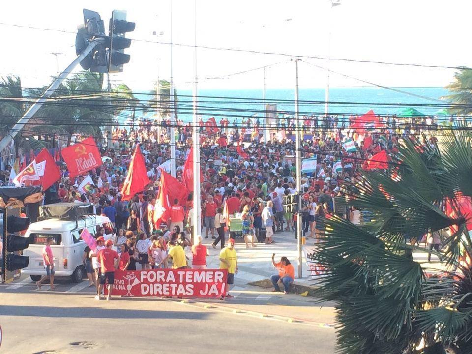 Manifestantes fazem ato contra Temer em Fortaleza