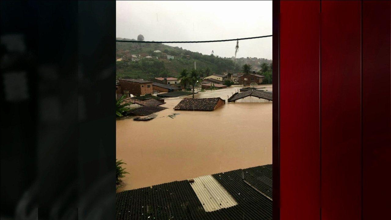 Chuva enche barragens e deixa desalojados, desabrigados e mortos em PE