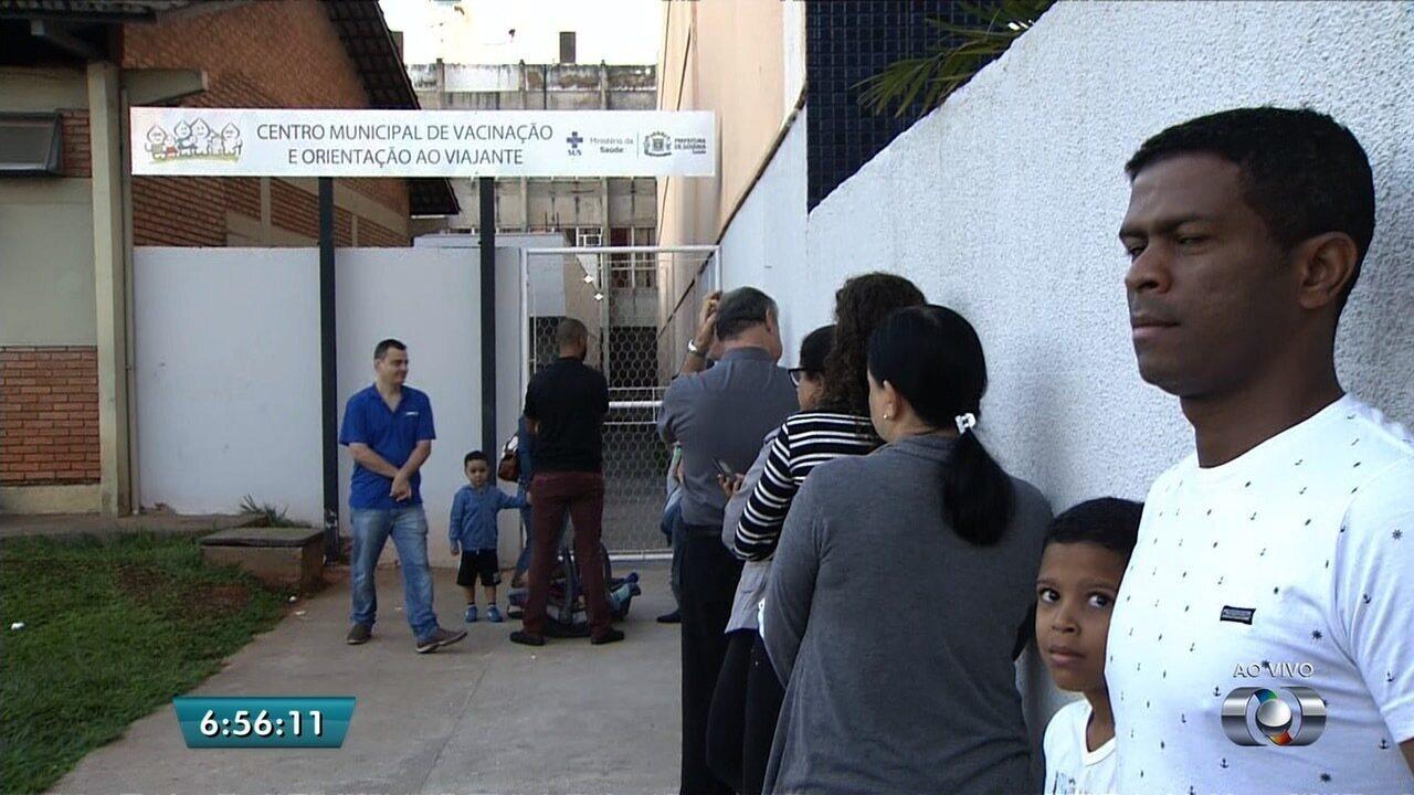 População procurou vacinas na manhã desta segunda-feira em Goiânia
