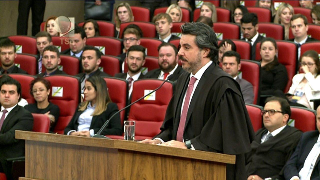 Advogado de defesa de Dilma Rousseff, Flavio Caetano