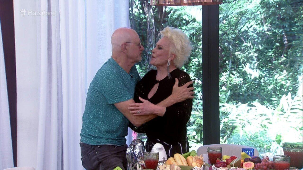 Marcos Caruso brinca com Ana Maria