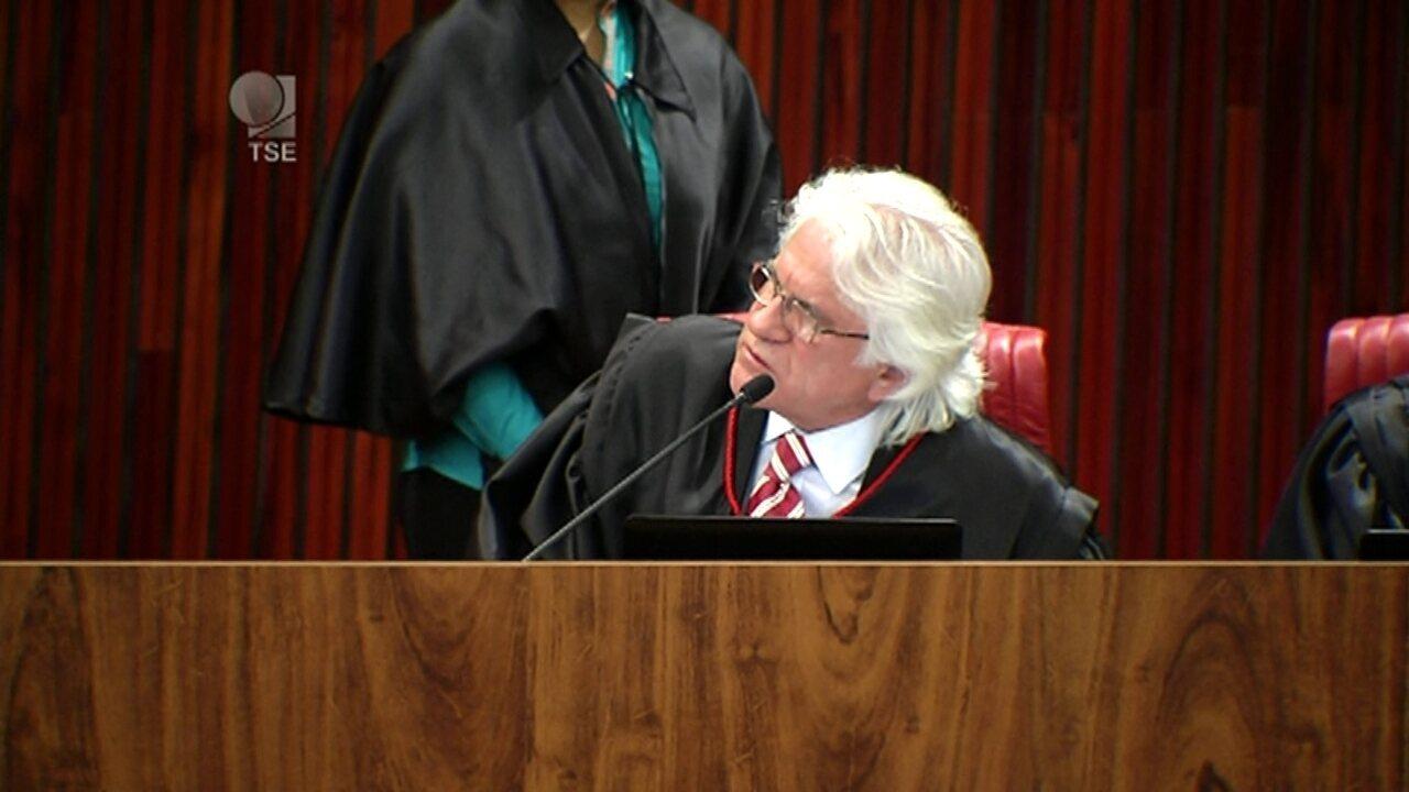 Ministro Napoleão vota contra o relator Benjamin e contra a cassação da chapa Dilma-Temer