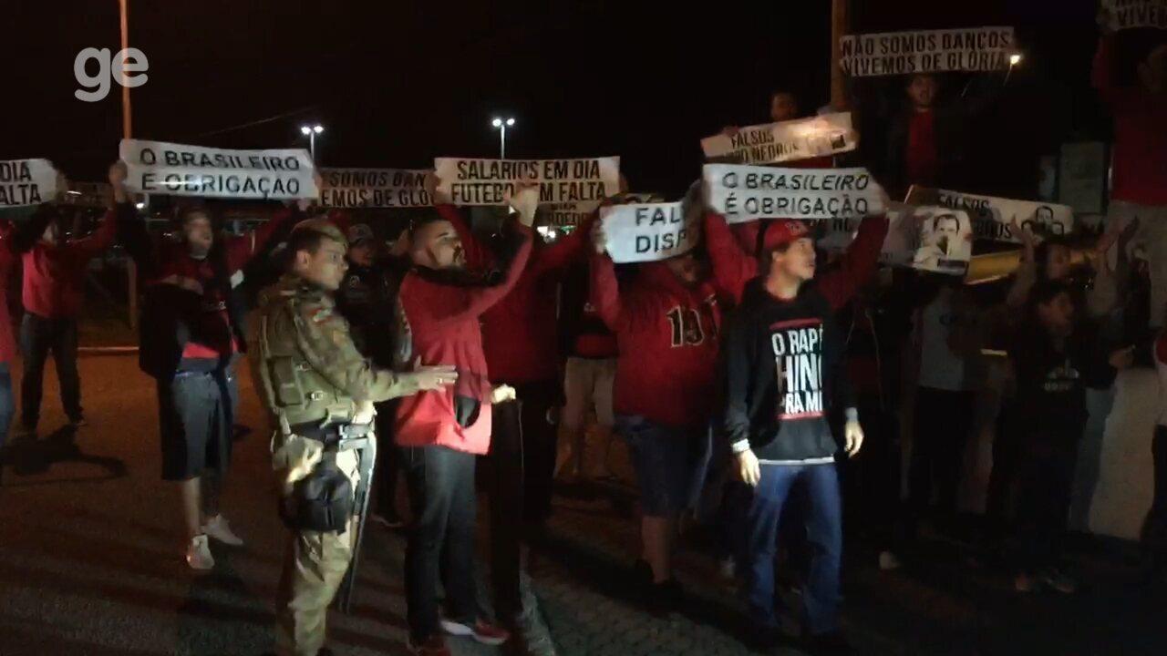 Torcedores do Flamengo protestam em Florianópolis