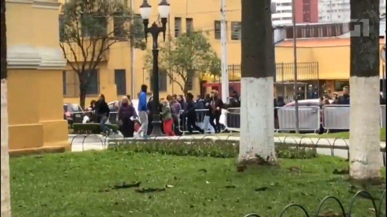 Servidores furaram bloqueio em frente à Câmara Municipal de Curitiba