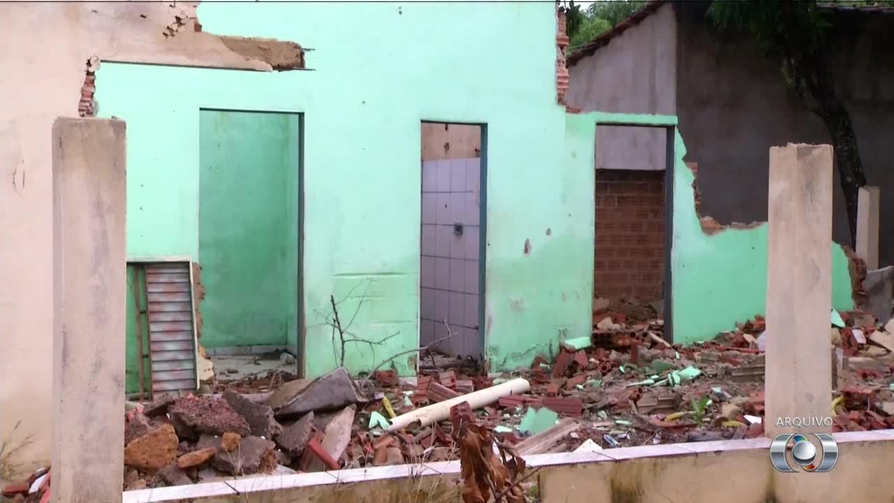 Moradores do Aureny III reclamam de casas vazias desocupadas para obras do BRT