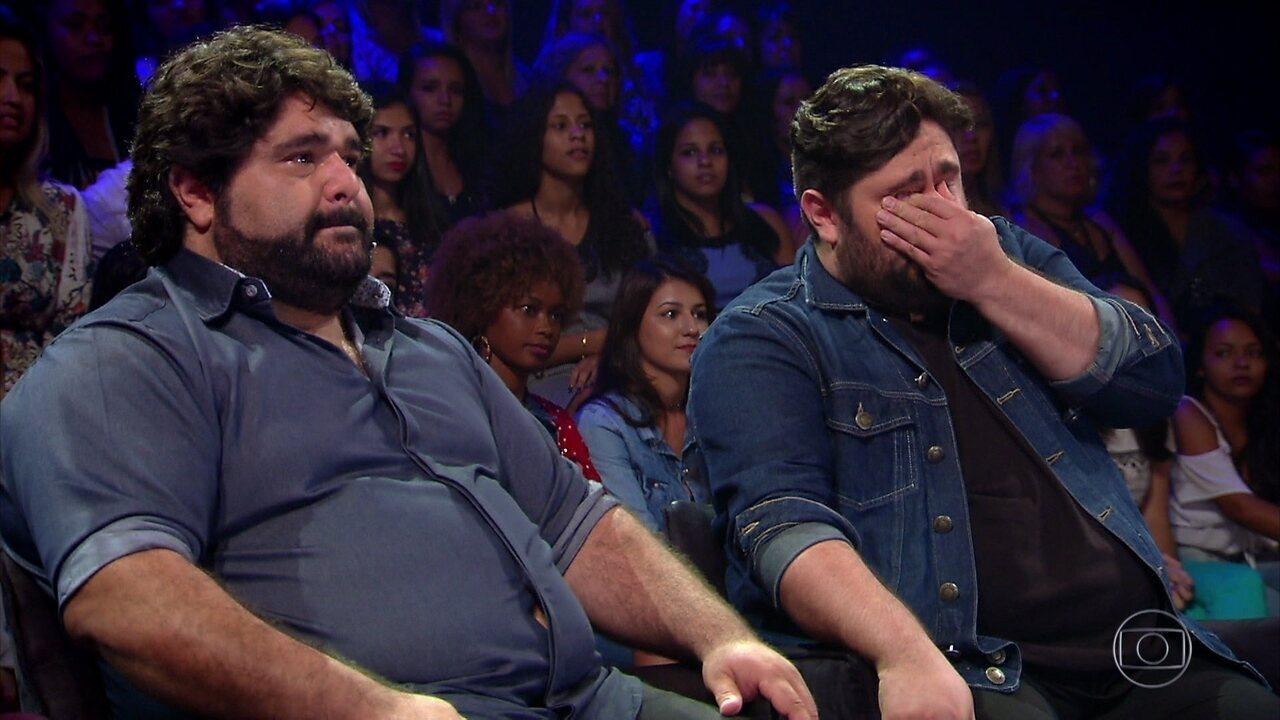César Menotti e Fabiano se emocionam com homenagem da família