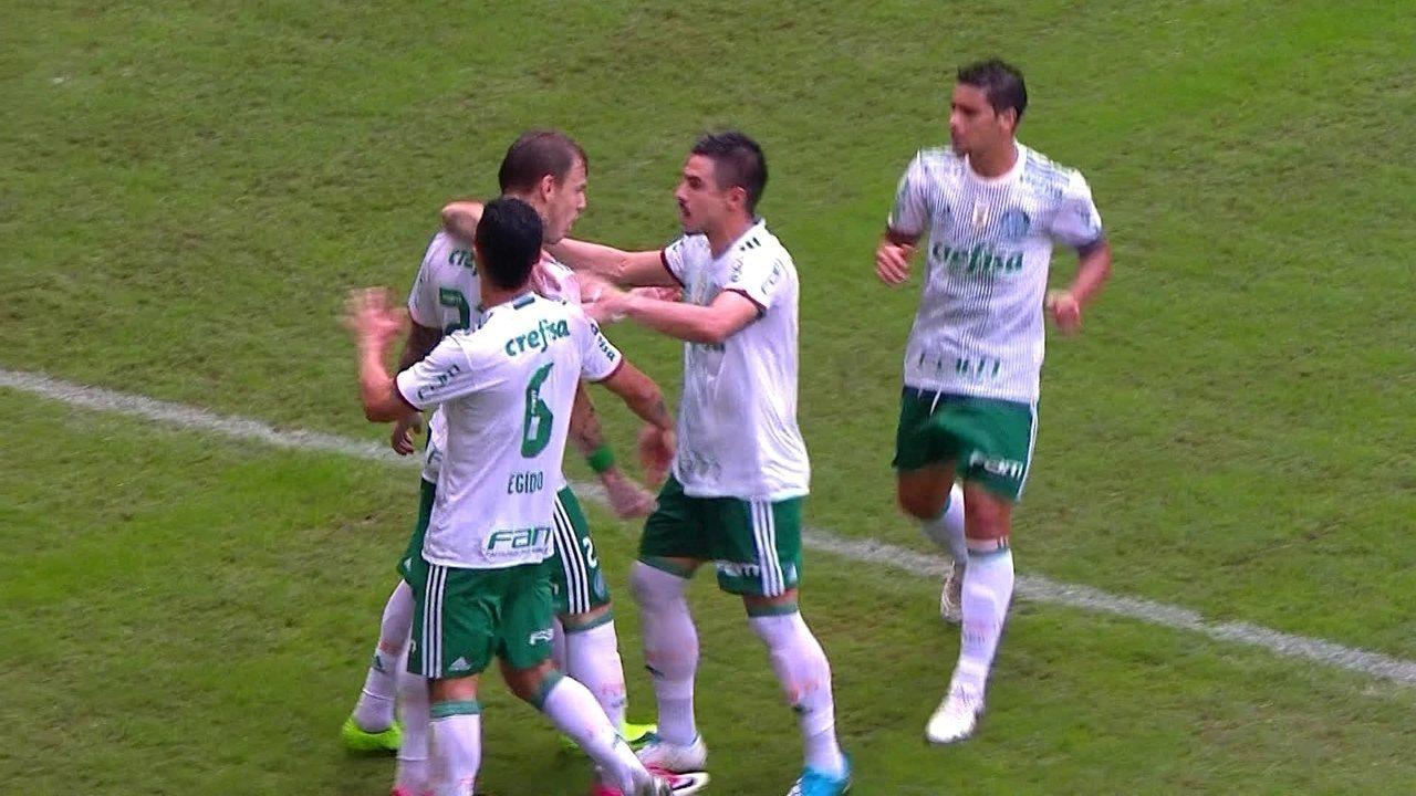 Gol do Palmeiras! Roger Guedes abre o placar de pênalti aos 17 do 1º tempo