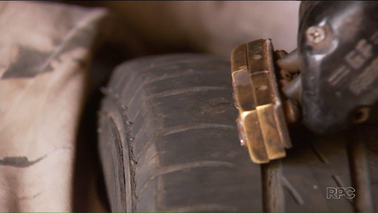 Reportagem flagra a venda de pneus riscados