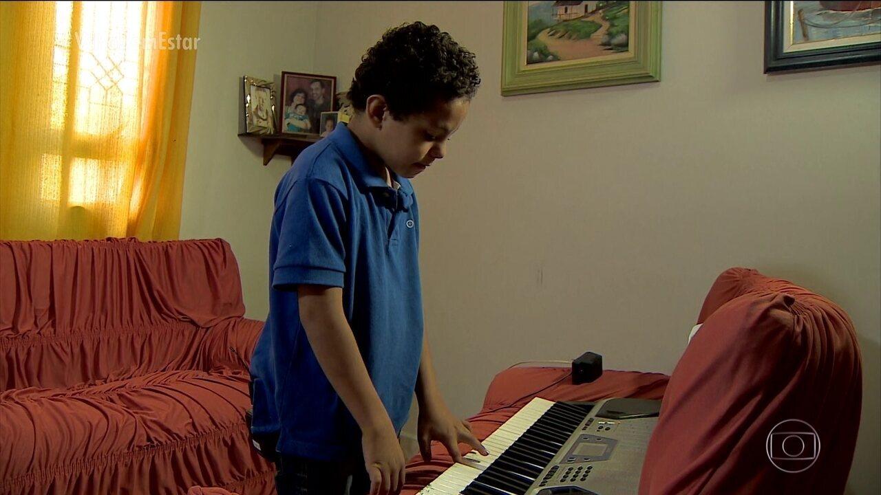 Pais de crianças com autismo aprendem a lidar com as necessidades e os talentos dos filhos