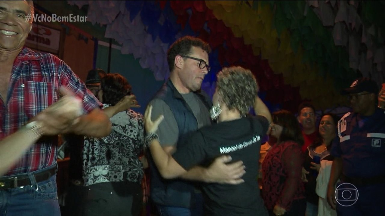 Fernando Rocha aceita o desafio de aprender a dançar forró