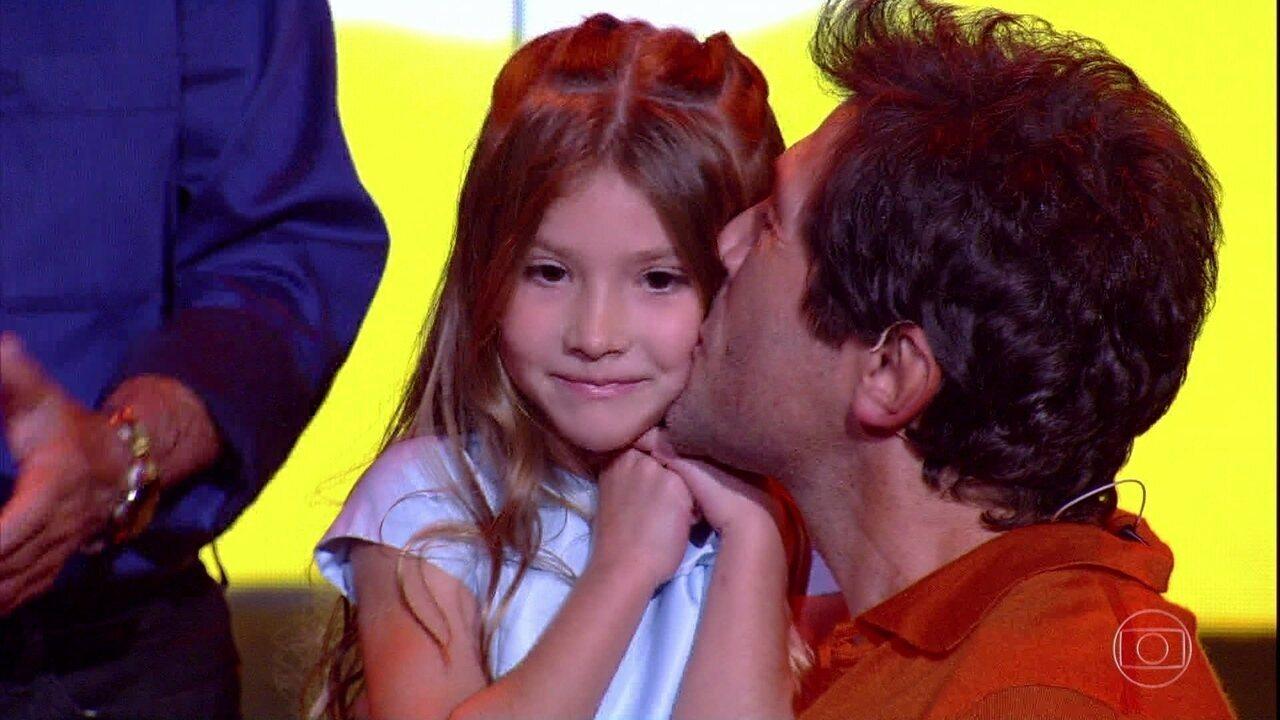 Filha de Daniel canta Adele e deixa plateia emocionada