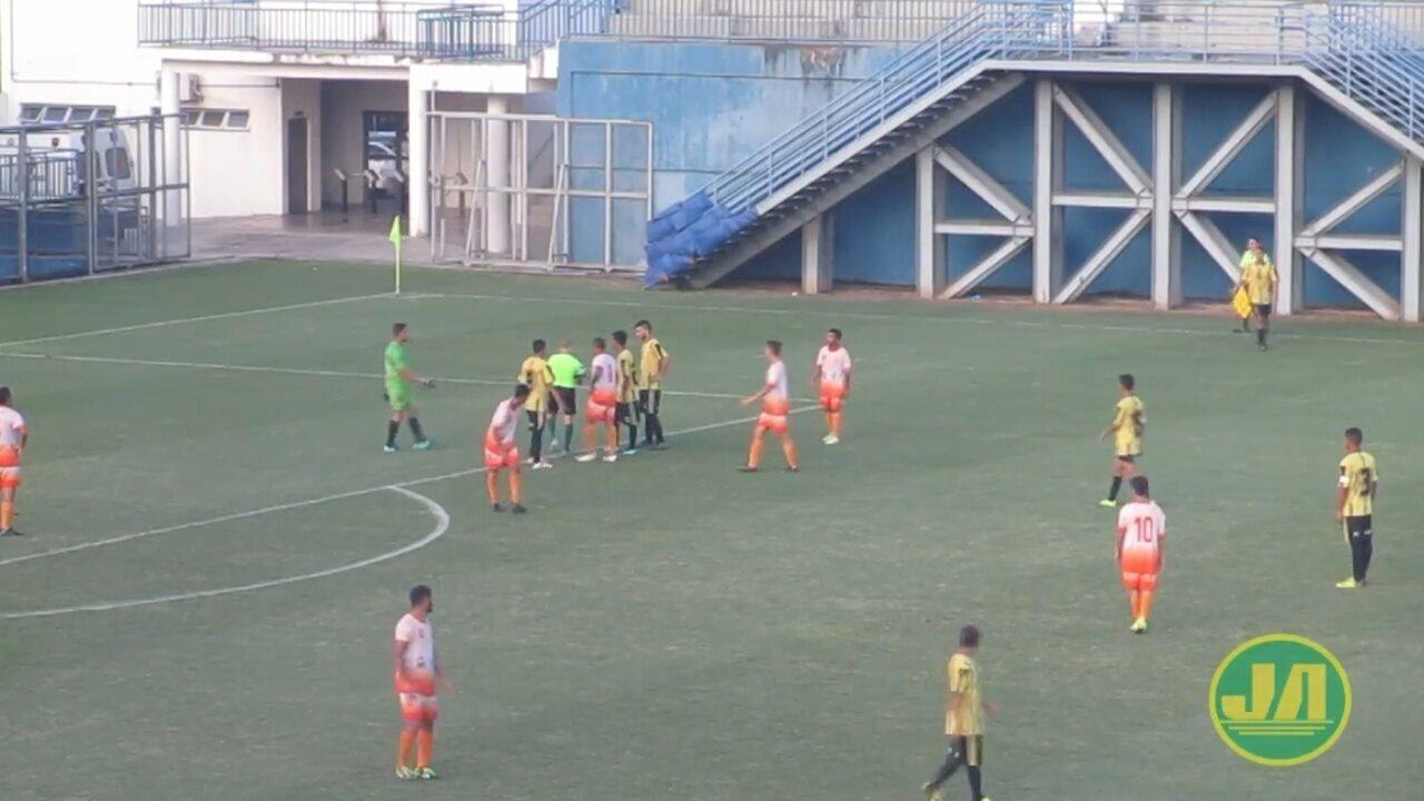 Time aproveita bola ao chão após erro de árbtro e marca gol no Amazonense de Juniores