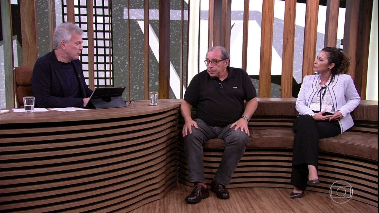 Pedro Bial questiona Jaira Freixiela Adamczyk sobre importãncia do anonimato no AA