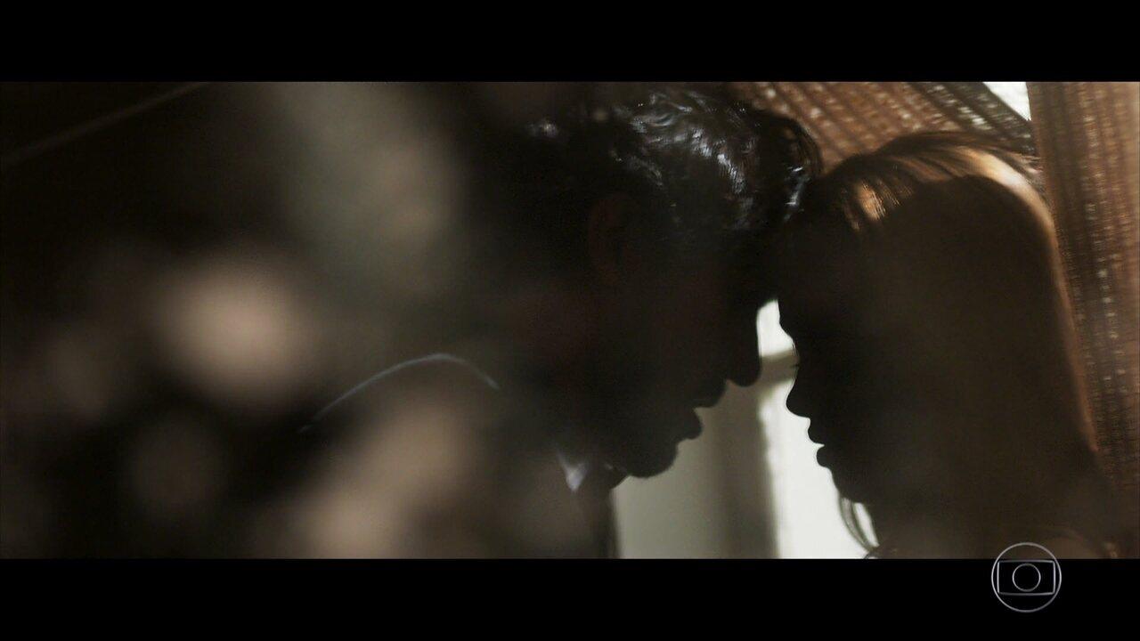 Renato e Alice se amam em 'Os Dias Eram Assim'