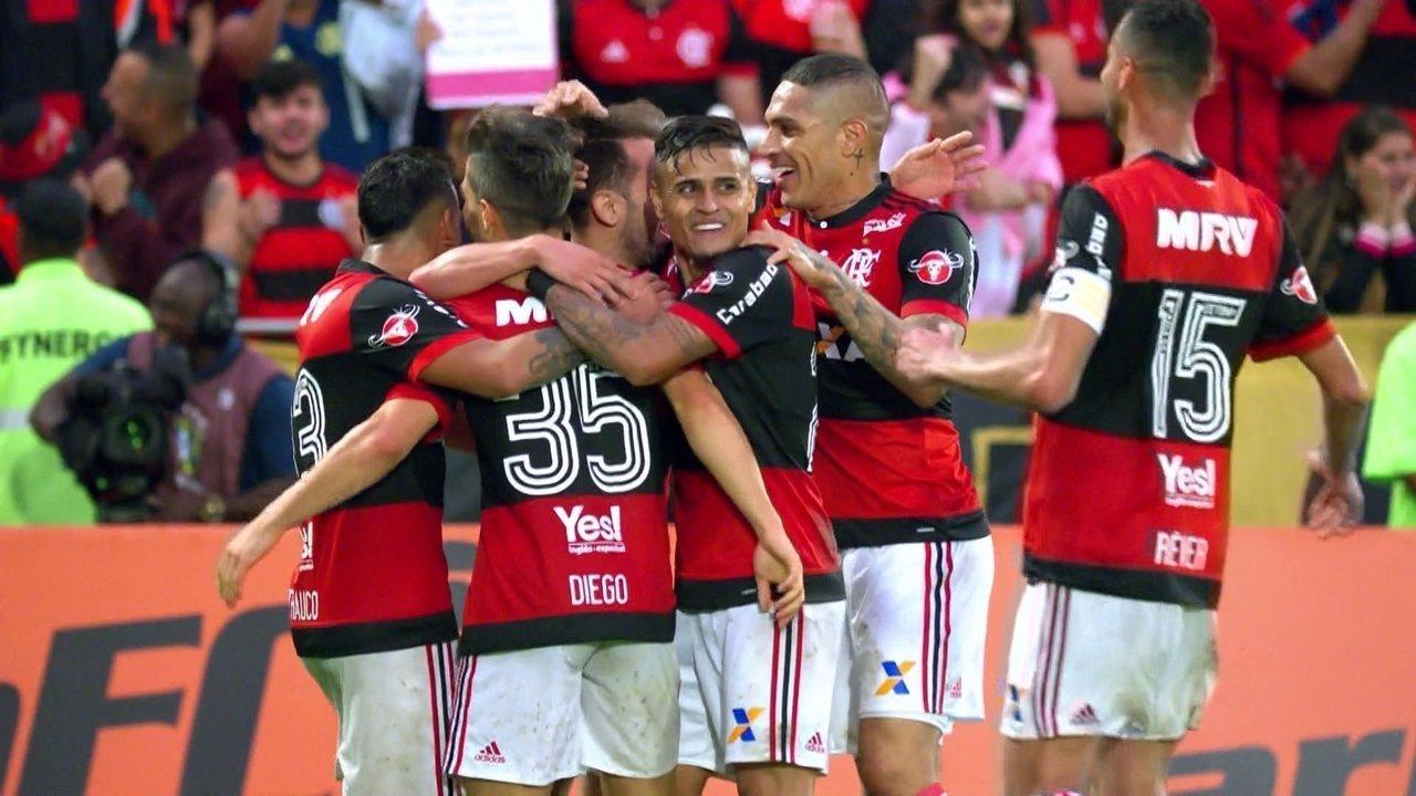 Gol do Flamengo! Everton Ribeiro cruza, e Diego pega bonito pra ampliar, aos 41' do 1º tp