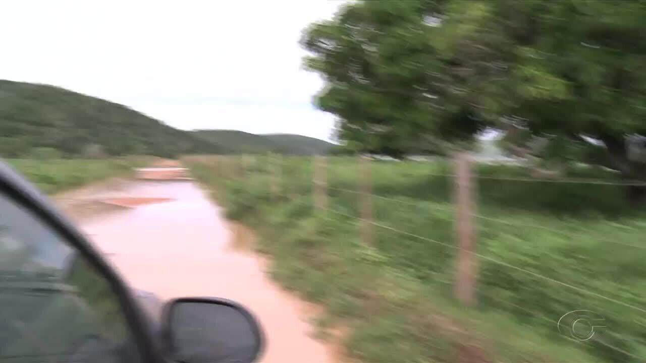 Riachos transbordam e invadem rodovias de acesso ao município de Belo Monte