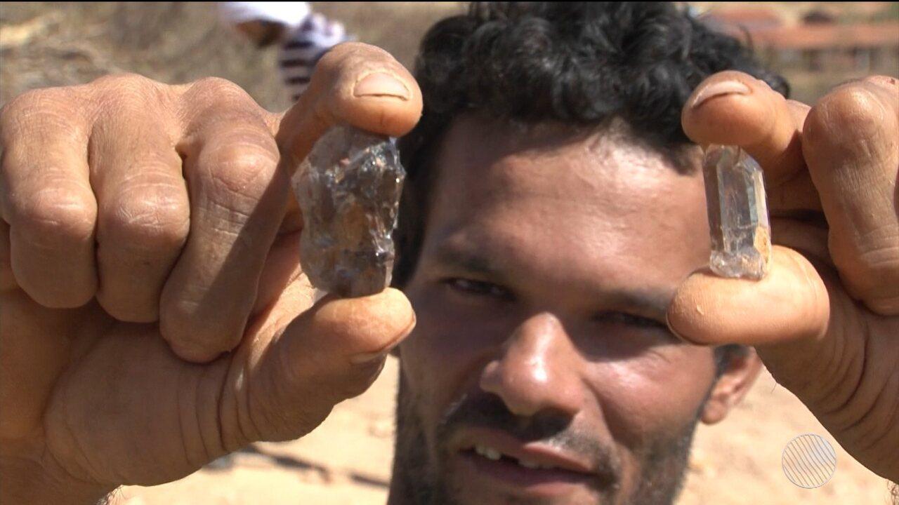 Zona rural de Sento Sé atrai gente com sonho de achar pedras preciosas e mudar de vida
