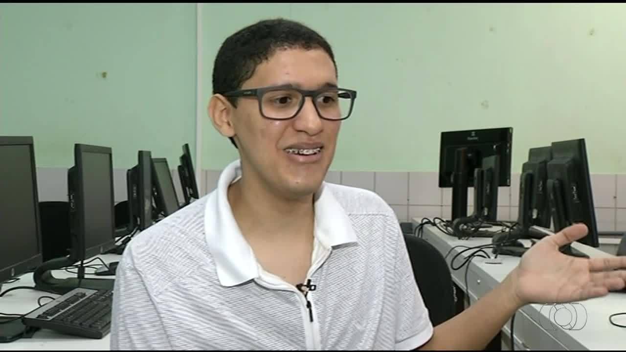 Estudante que aprendeu inglês jogando videogame ganha bolsa de estudos no Canadá