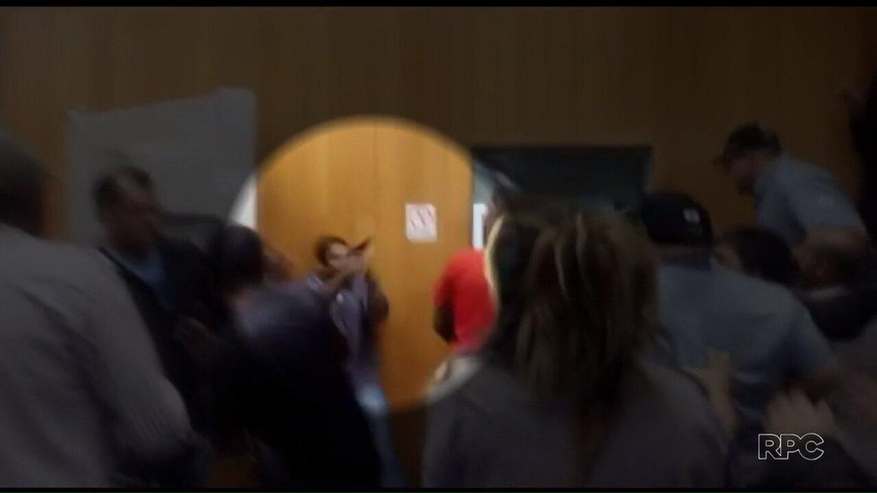 Homem entra armado em Câmara de Vereadores de Londrina