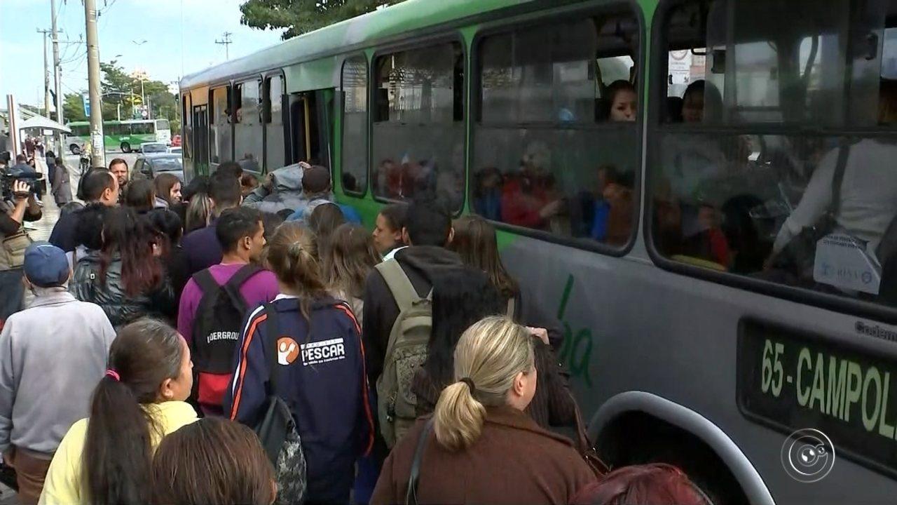 Passageiros se revoltam com a falta de ônibus e fecham terminal e avenida em Sorocaba