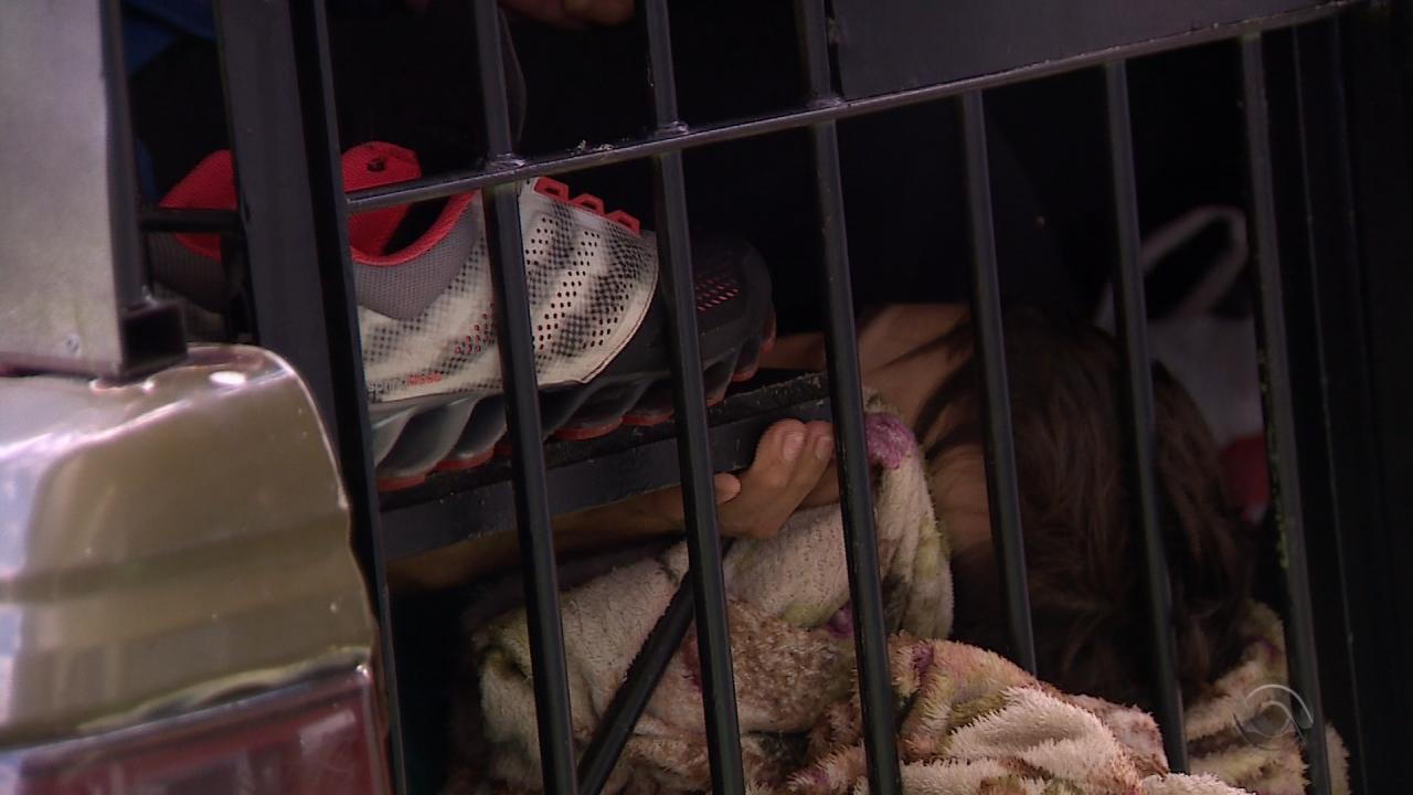 Viaturas que abrigam presos estão superlotadas na Região Metropolitana de Porto Alegre