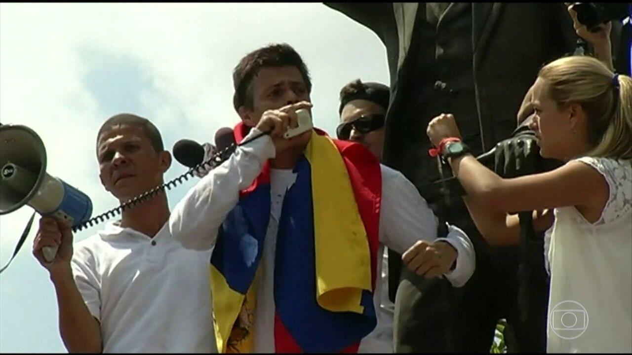Oposicionista Leopoldo López deixa a prisão na Venezuela