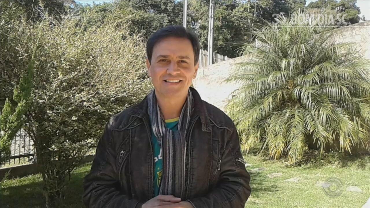 Jornalista Walfrid Neto relembra coberturas marcantes na bancada do Bom Dia SC
