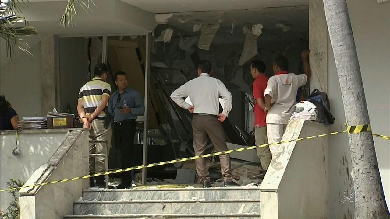 Bando armado explode agência bancária em Redenção