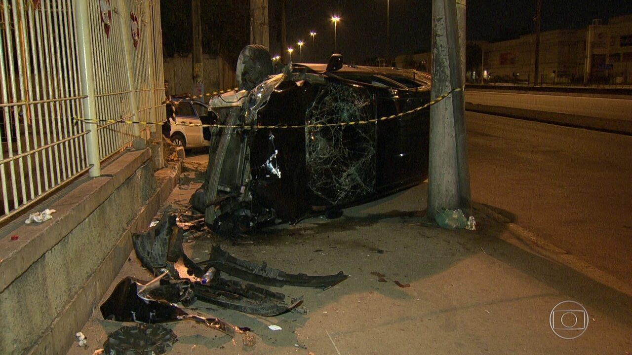 Perseguição policial termina em acidente na Avenida Brasil