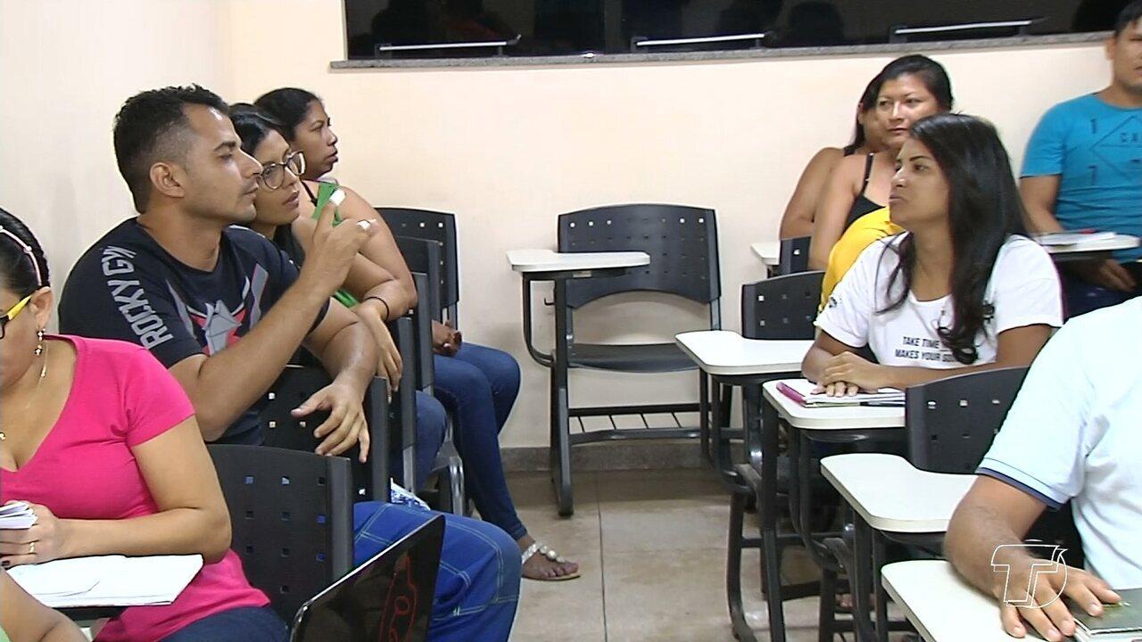 Com iniciativa simples, universitários aprimoram comunicação em Libras dentro da sala