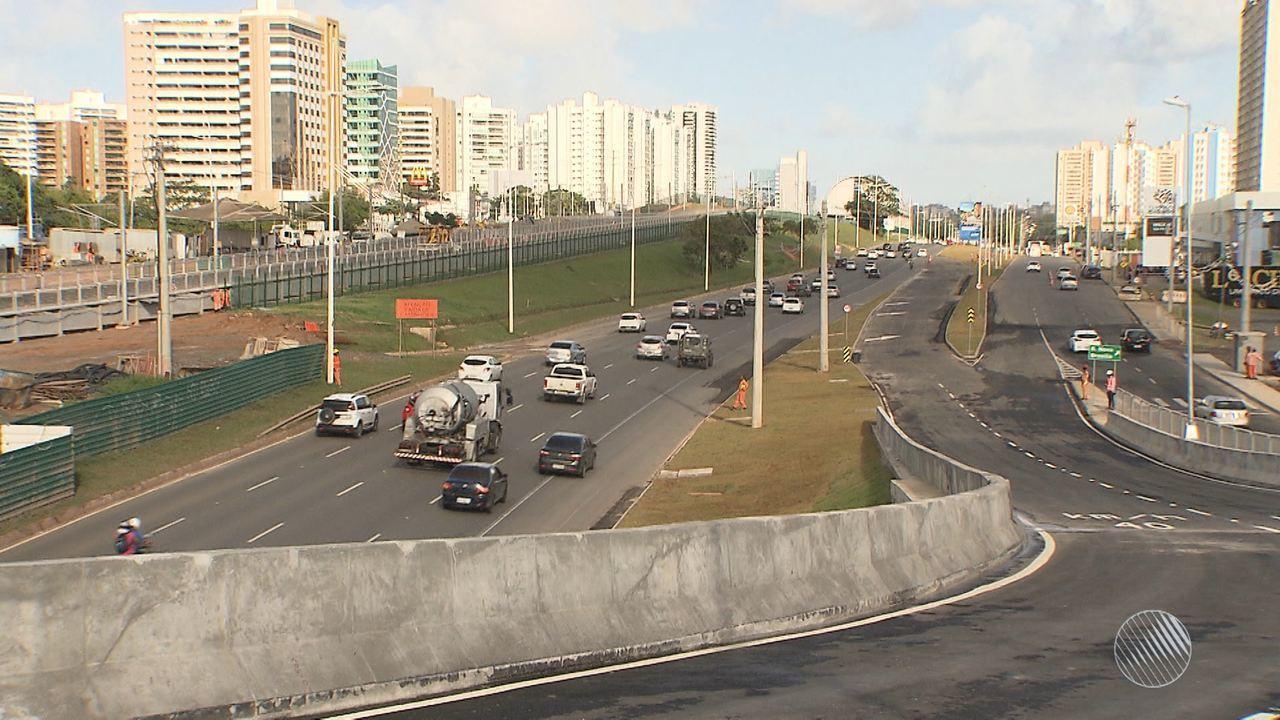 Após polêmica, viaduto é reaberto e entregue na Avenida Paralela