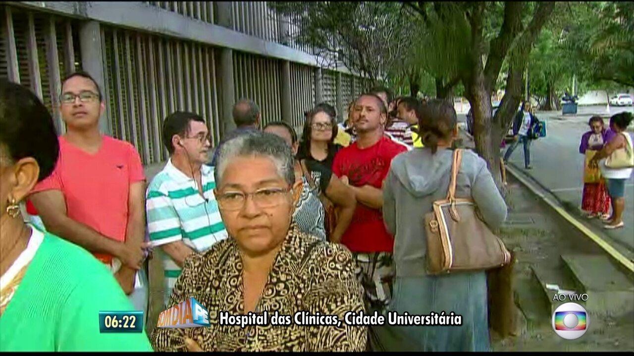 Pacientes formam filas para fazer exames no Hospital das Clínicas do Recife
