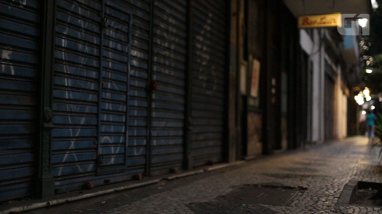 Rua tradicional de comércio no Rio tem uma loja fechada a cada 10 metros