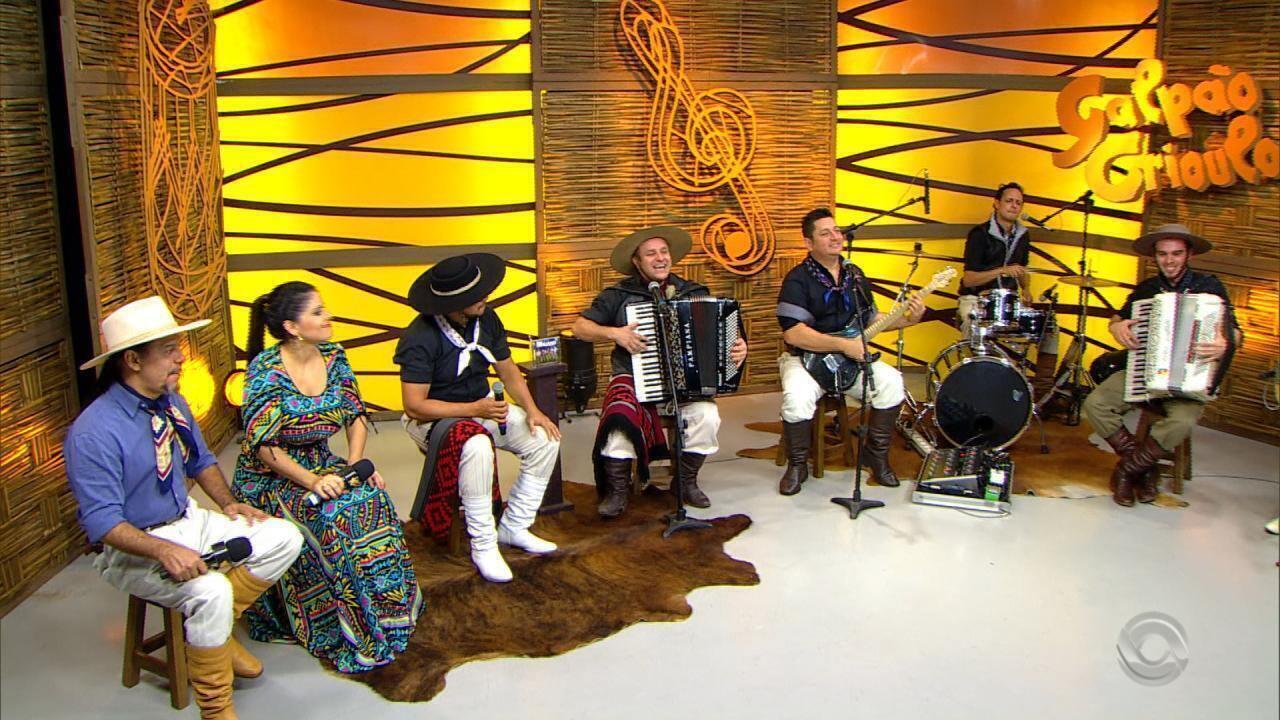 Grupo Minuano apresenta as músicas 'Filha da Doralice' e 'Linda Mulher no (bloco 4)