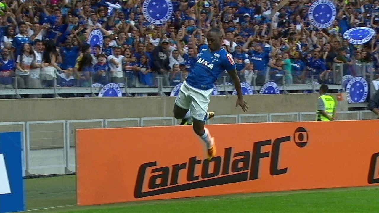 9d114a5831 Gol do Cruzeiro! Diogo Barbosa lança Sassá que empata o jogo