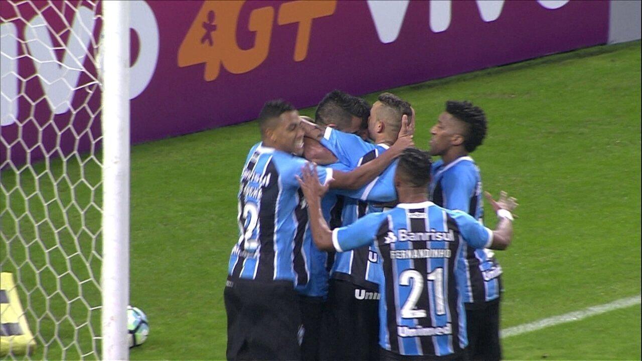 Gol do Grêmio! Lucas Barrios bate pênalti com força e balança a rede aos 25' do 2º Tempo