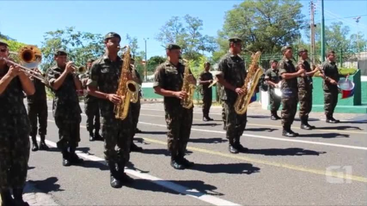 Banda do Exército executa músicas populares em apresentações