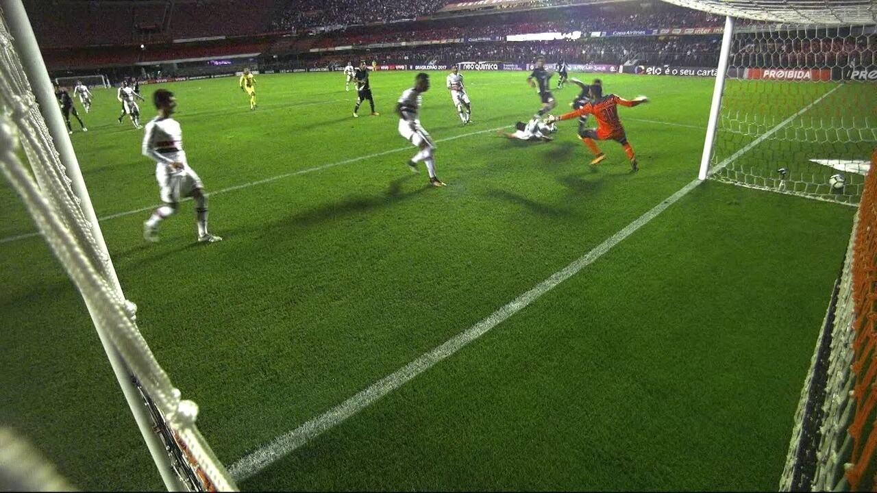 Vasco pressiona, mas Renan Ribeiro faz defesa espetacular, aos 43 do 2º tempo