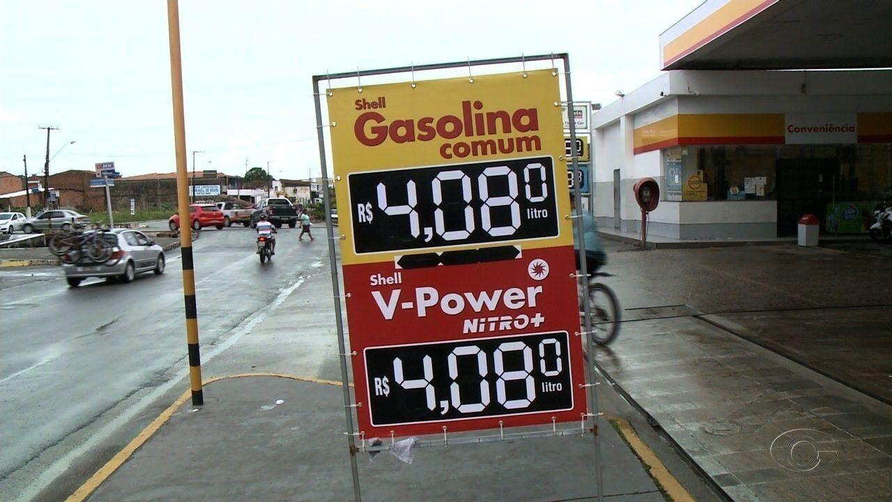 Preço da gasolina passa de R$ 4 em Maceió após aumento de impostos