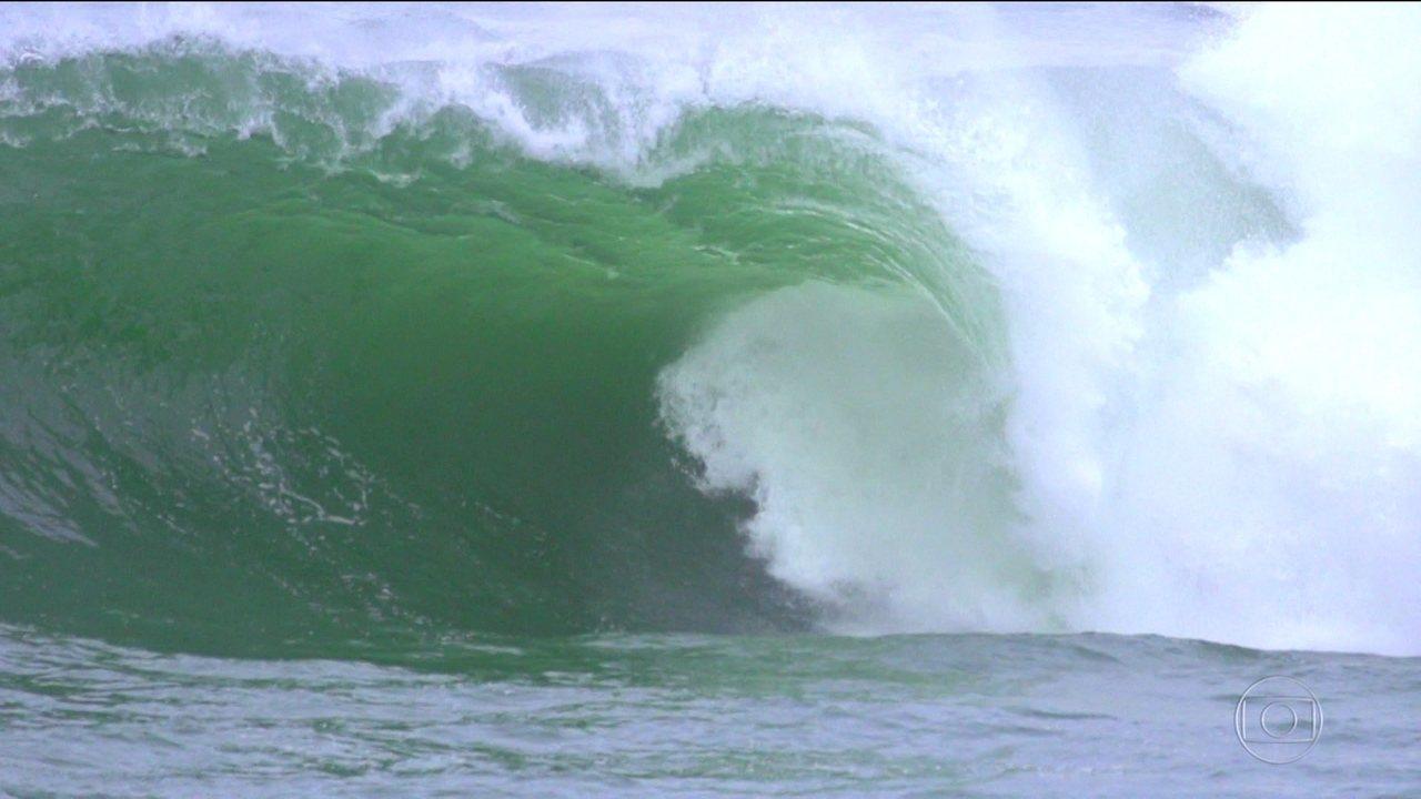 Onda do Shock: conheça o pico de ondas grandes em Niterói