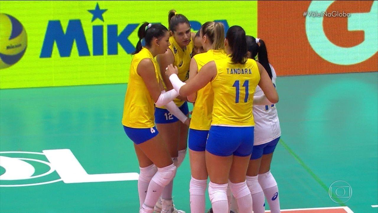 1º set - Carol ataca pelo meio e fecha primeira parcial para o Brasil, 25 a 17