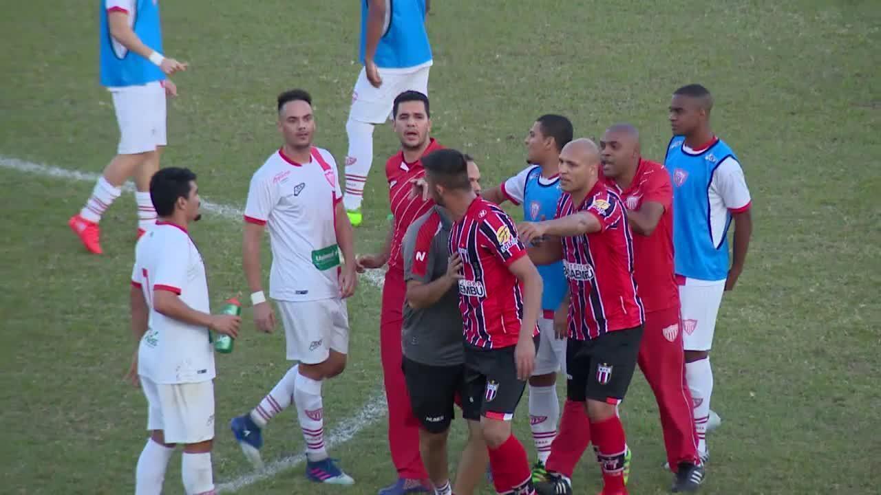 Após desentendimento entre Nunes e Gladstone, confusão toma conta de Mogi Mirim x Botafogo